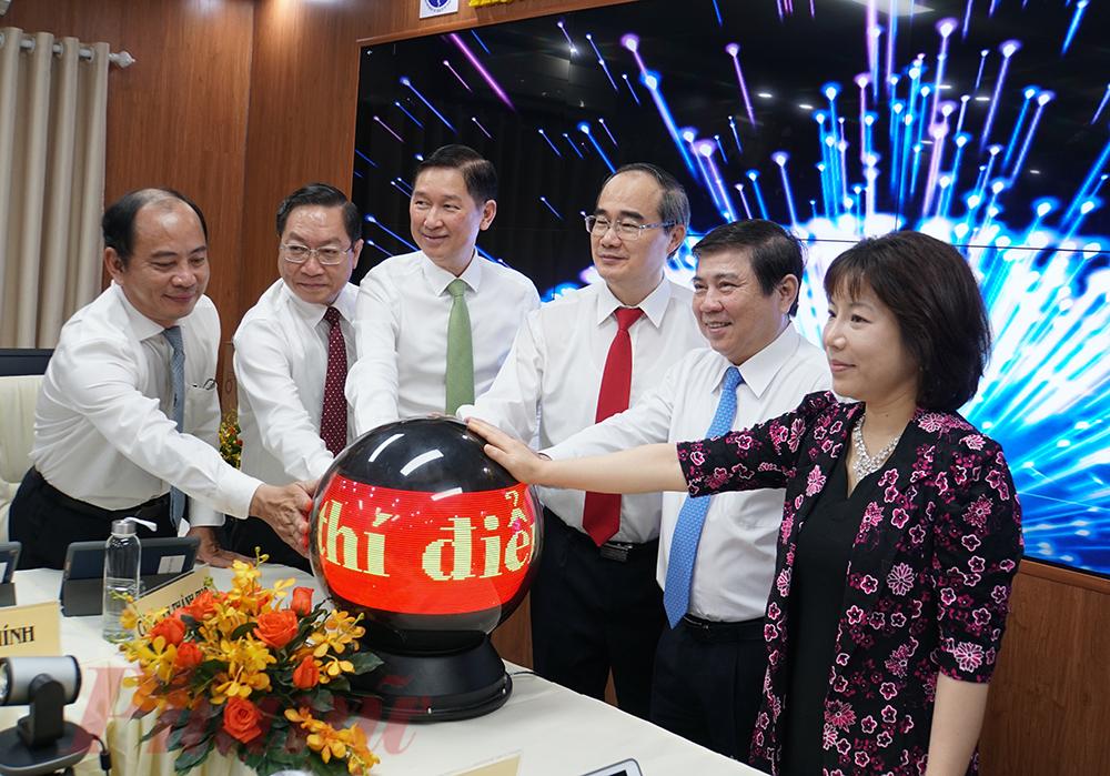 Lãnh đạo TPHCM cùng Sở Y tế TPHCM khởi động Trung tâm điều hành  Y tế thông minh đầu tiên ở Việt Nam.