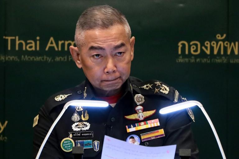 Tư lệnh Lục quân Thái Lan Apirat Kongsompong tại buổi họp báo. Ảnh: Bangkok Post