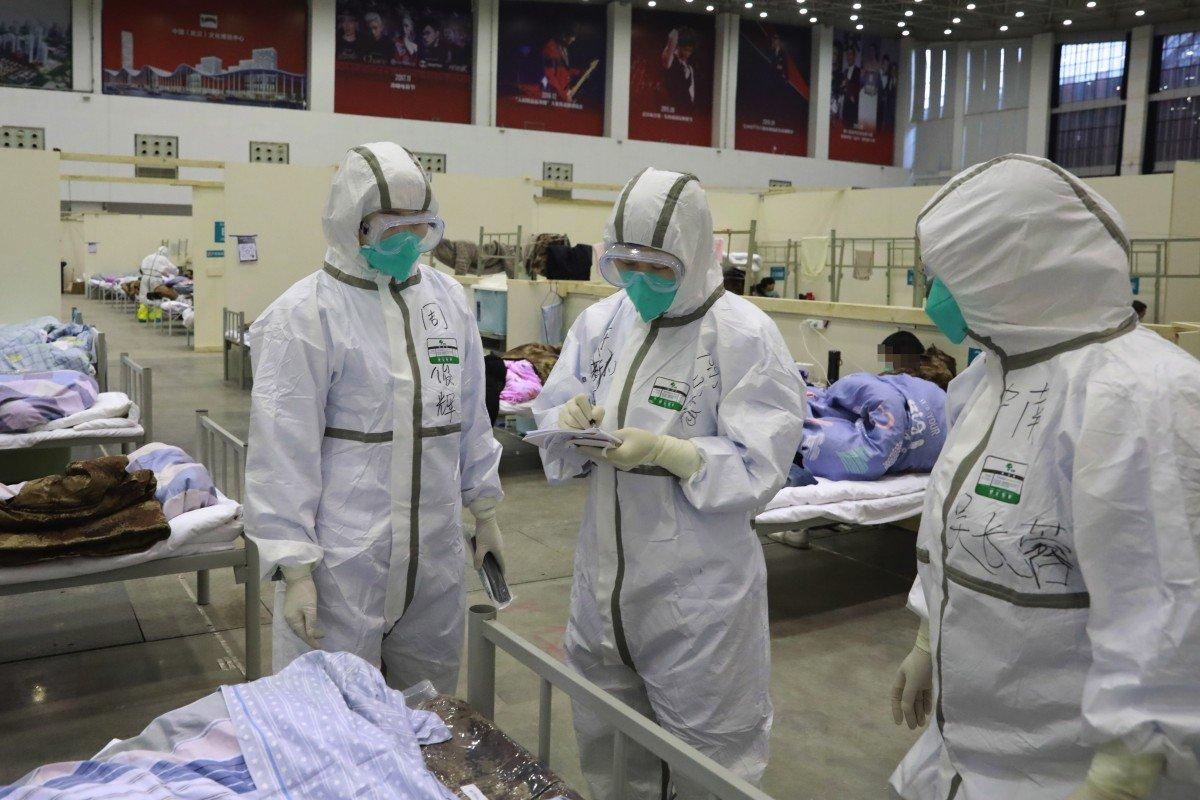 Các bác sĩ cho biết tỷ lệ lây nhiễm của các đồng nghiệp ảnh hưởng đến tinh thần của họ - Ảnh: Xinhua