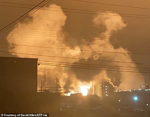 Lính cứu hỏa đã kiểm soát thành công đám cháy vào sáng ngày 12/2.