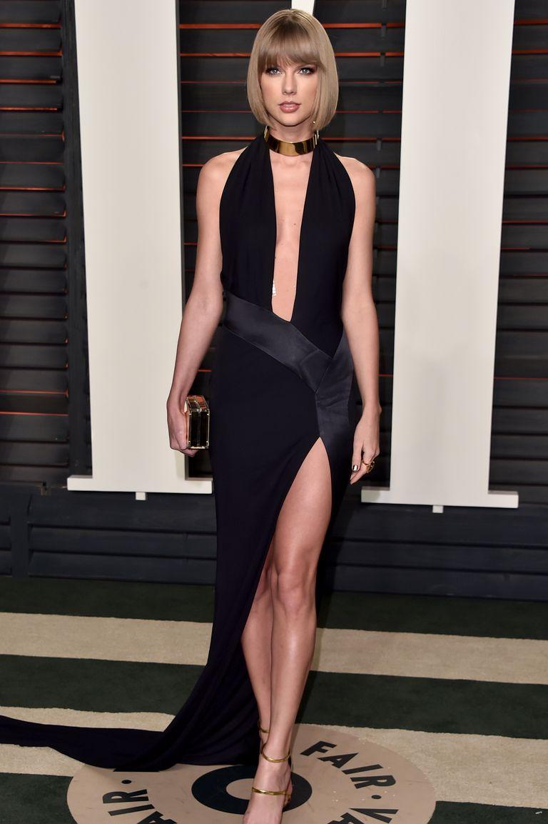 Taylor Swift đã chọn cho LBD một chút chiều dài ở phía sau để có một lối vào đầy kịch tính cho buổi tiệc sau lễ trao giải Vanity Fair Oscar.