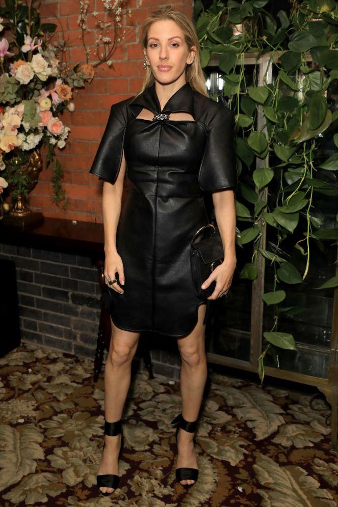 Ellie Goulding, tháng 2 năm 2020 Ca sĩ Ellie Goulding cho chúng ta thấy rằng một LBD có thể có nhiều hình dạng, chất liệu vải và thiết kế với bộ da có cấu trúc của cô ấy cho một bữa tiệc sau BAFTA.