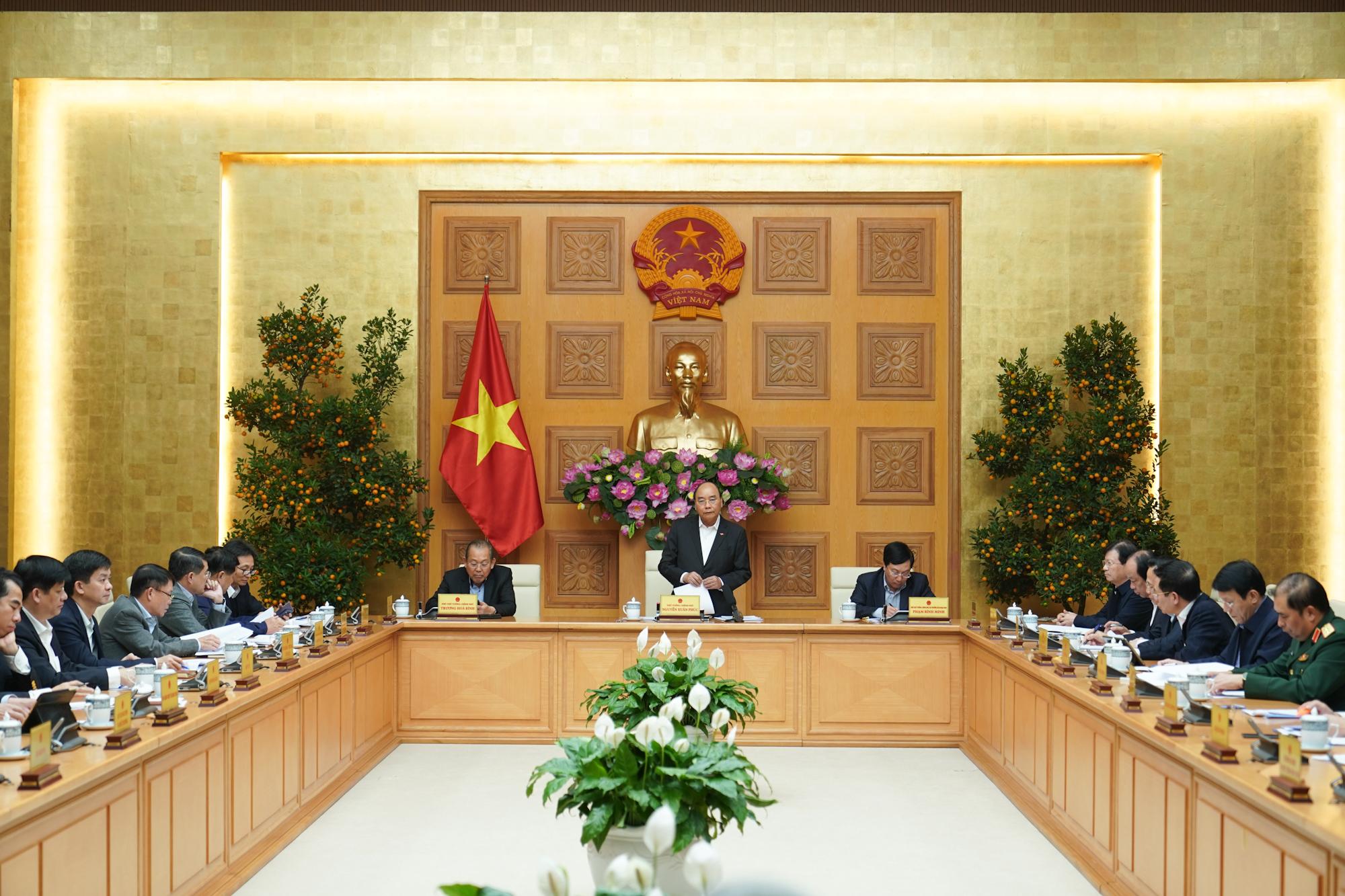 Thủ tướng Nguyễn Xuân Phúc chủ trì cuộc họp - Ảnh: Quang Hiếu/VGP