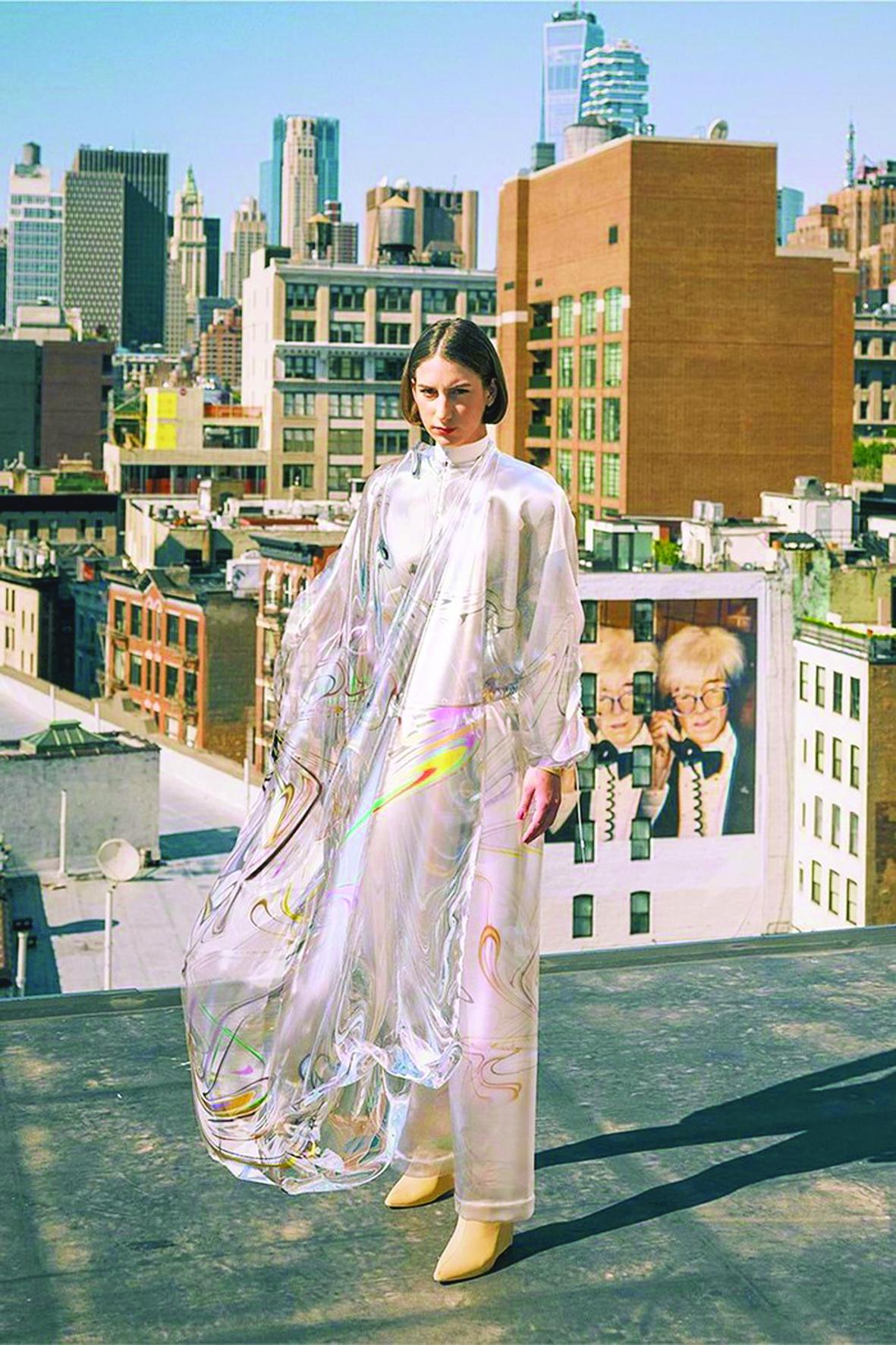 """""""Iridescence"""" - chiếc váy digital đầu tiên trên thế giới là sản phẩm của hãng The Fabricant, đến từ Hà Lan"""