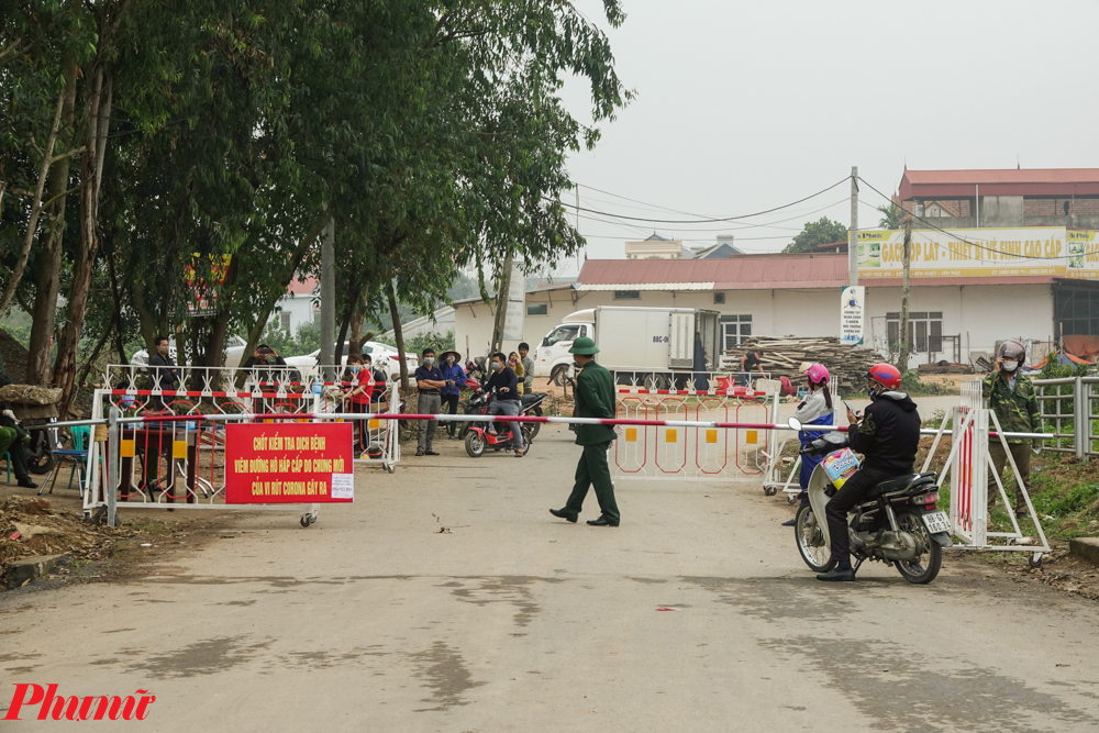 Xã Sơn Lôi có khoảng 2.800 hộ dân với 10.641 nhân khẩu sẽ bị cách ly. Mỗi người sẽ được nhận hỗ trợ 40.000 đồng/ngày đối với diện cách ly tại nhà và 60.000 đồng/ngày đối với trường hợp cách ly tại trung tâm y tế.