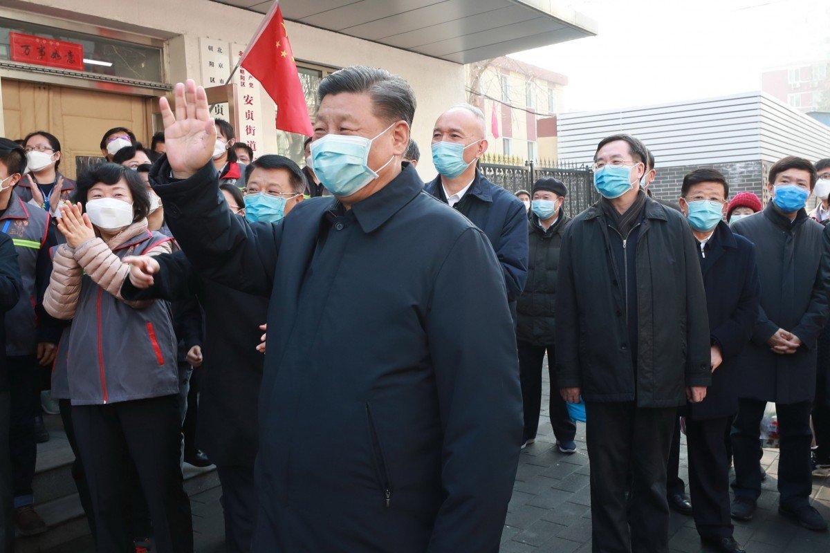 Chủ tịch Tập Cận Bình đến thăm một cộng đồng ở Bắc Kinh hôm 10/2 - Ảnh: Xinhua