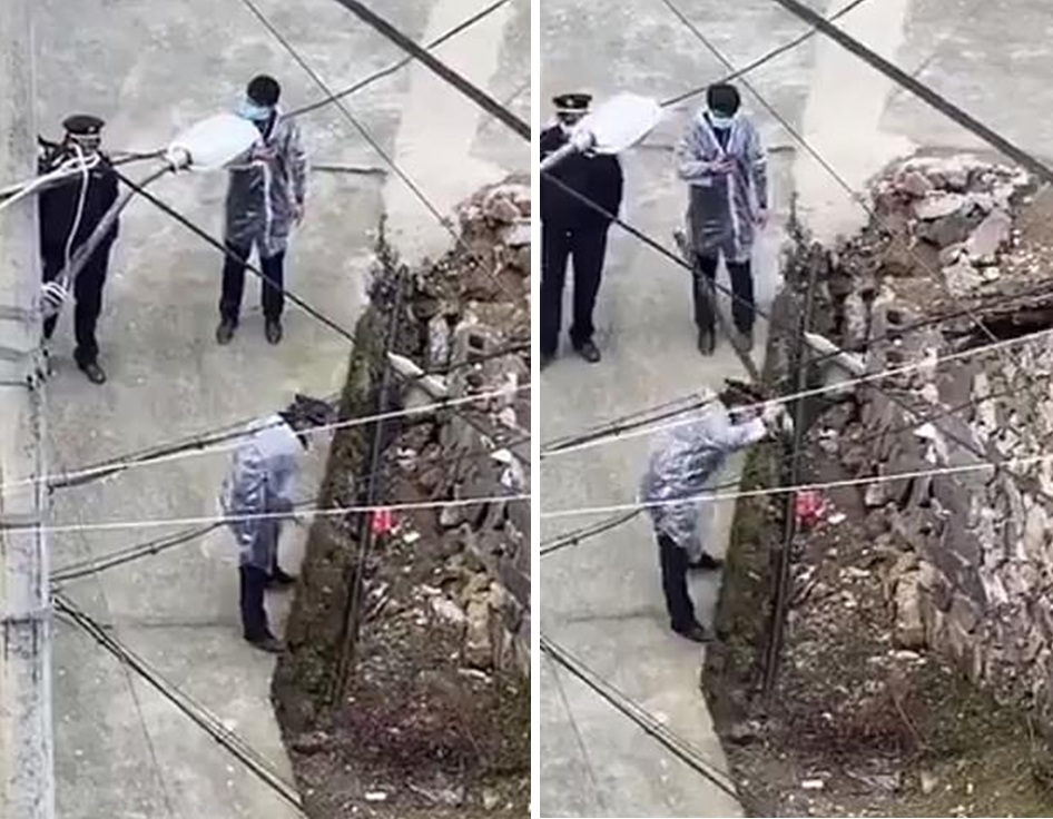 Hình ảnh tại làng Huangsh, huyện Yongjia, tỉnh Chiết Giang cho thấy viên sĩ quan dùng gậy đánh nhiều lần vào một con chó bên đường.