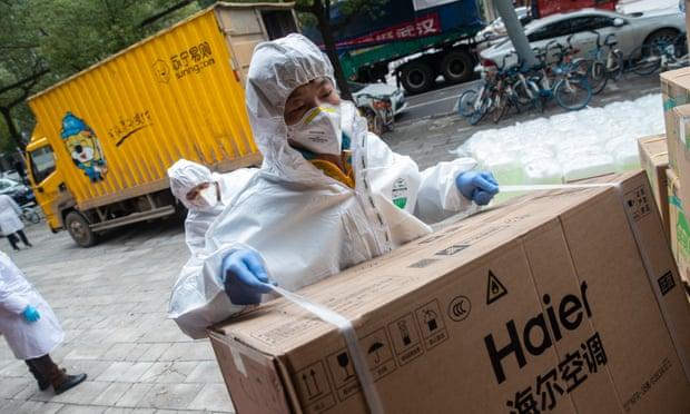 Thiết bị y tế được chuyển đến Vũ Hán trong tình hình dịch bệnh vẫn chưa có dấu hiệu suy giảm..