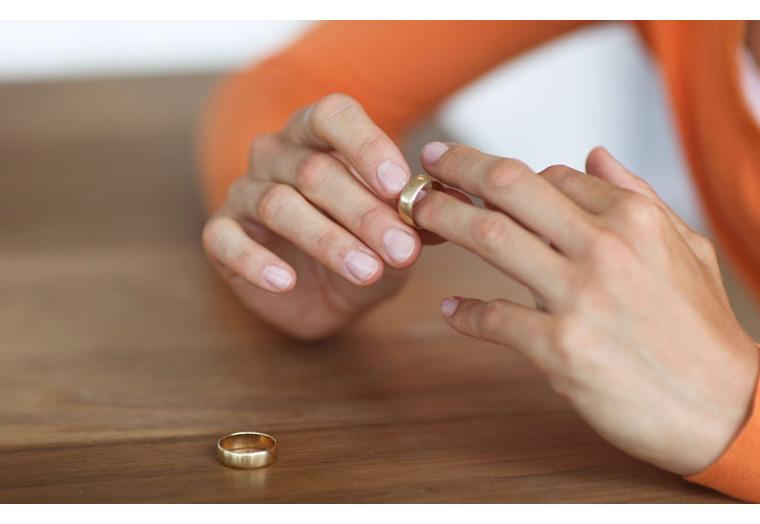 Vợ đòi ly hôn nếu tôi không xuất ngũ để về quản lý công ty của bố vợ. Ảnh minh hoạ
