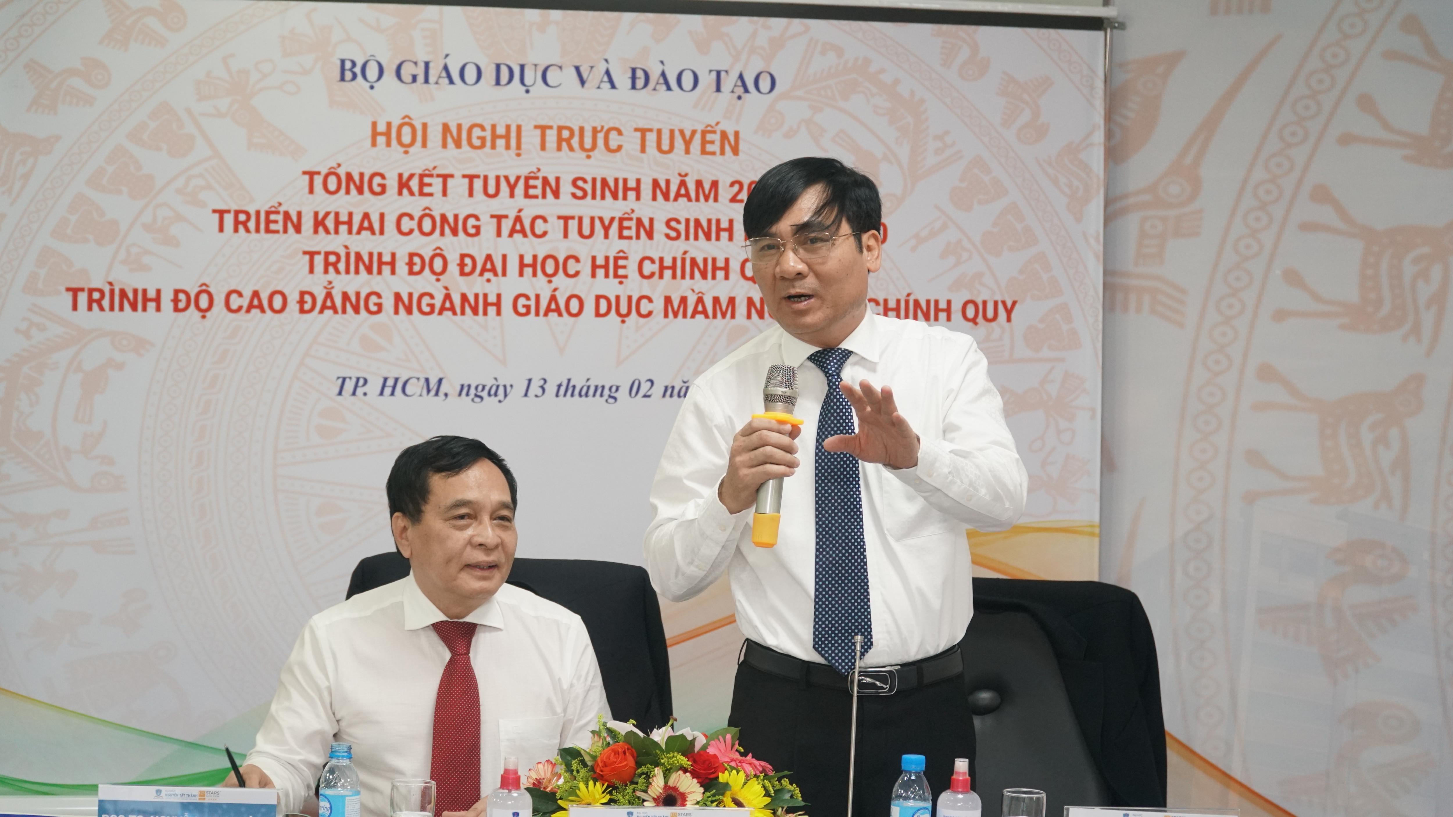 Ông Phạm Như Nghệ (phải) cho rằng chương trình chất lượng cao cần được gọi đúng tên