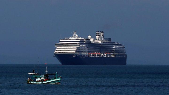 Du thuyền Diamond Princess, ổ dịch gây lây nhiễm virus lớn nhất bên ngoài Trung Quốc, hiện đang được cách ly tại cảng Yokohama của Nhật Bản
