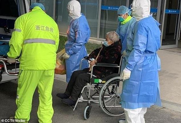 Người ph5u nữ gần trăm tuổi đã hồi phục kỳ diệu chỉ sau ba ngày điều trị tích cực tại bệnh viện.
