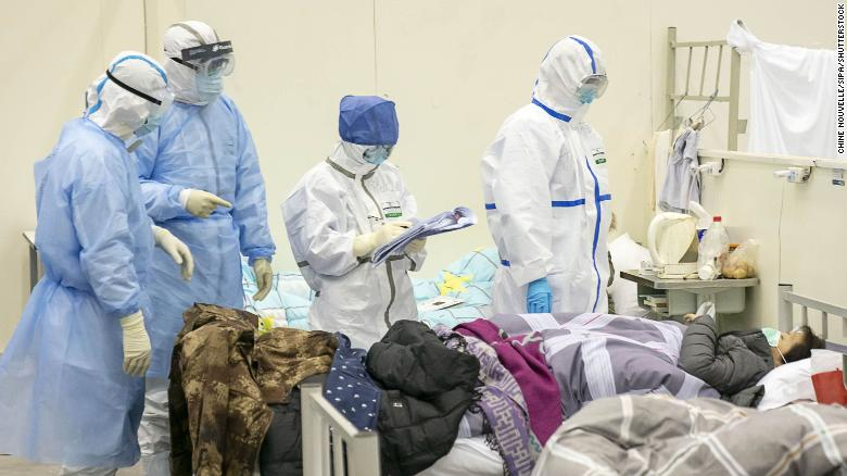 Nhiều nhân viên y tế tự cách ly khỏi gia đình,phòng nguy cơ lây nhiễm cho người thân.