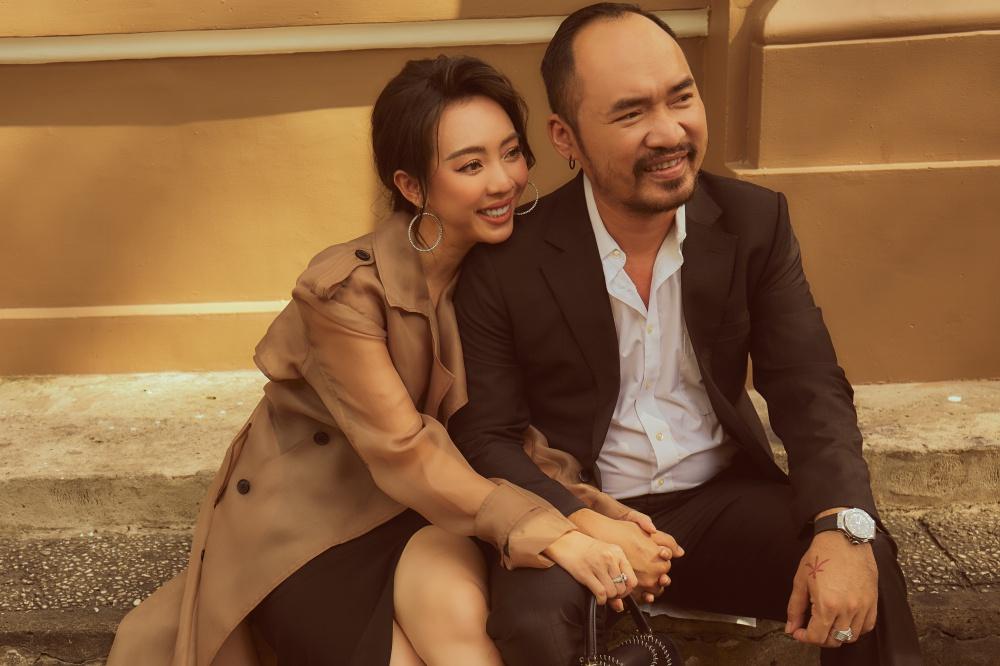 Diễn viên Thu Trang - Tiến Luật cũng thực hiện bộ ảnh mừng lễ tình nhân. Cả hai đã bên nhau 9 năm với nhiều hoạt động nghệ thuật từ sân khấu đến điện ảnh.