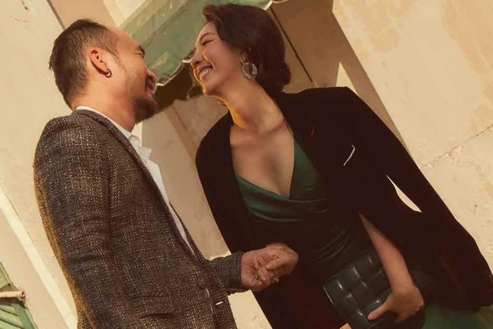 Diễn viên Thu Trang ngày càng trẻ trung, xinh đẹp với lựa chọn trang phục gợi cảm.