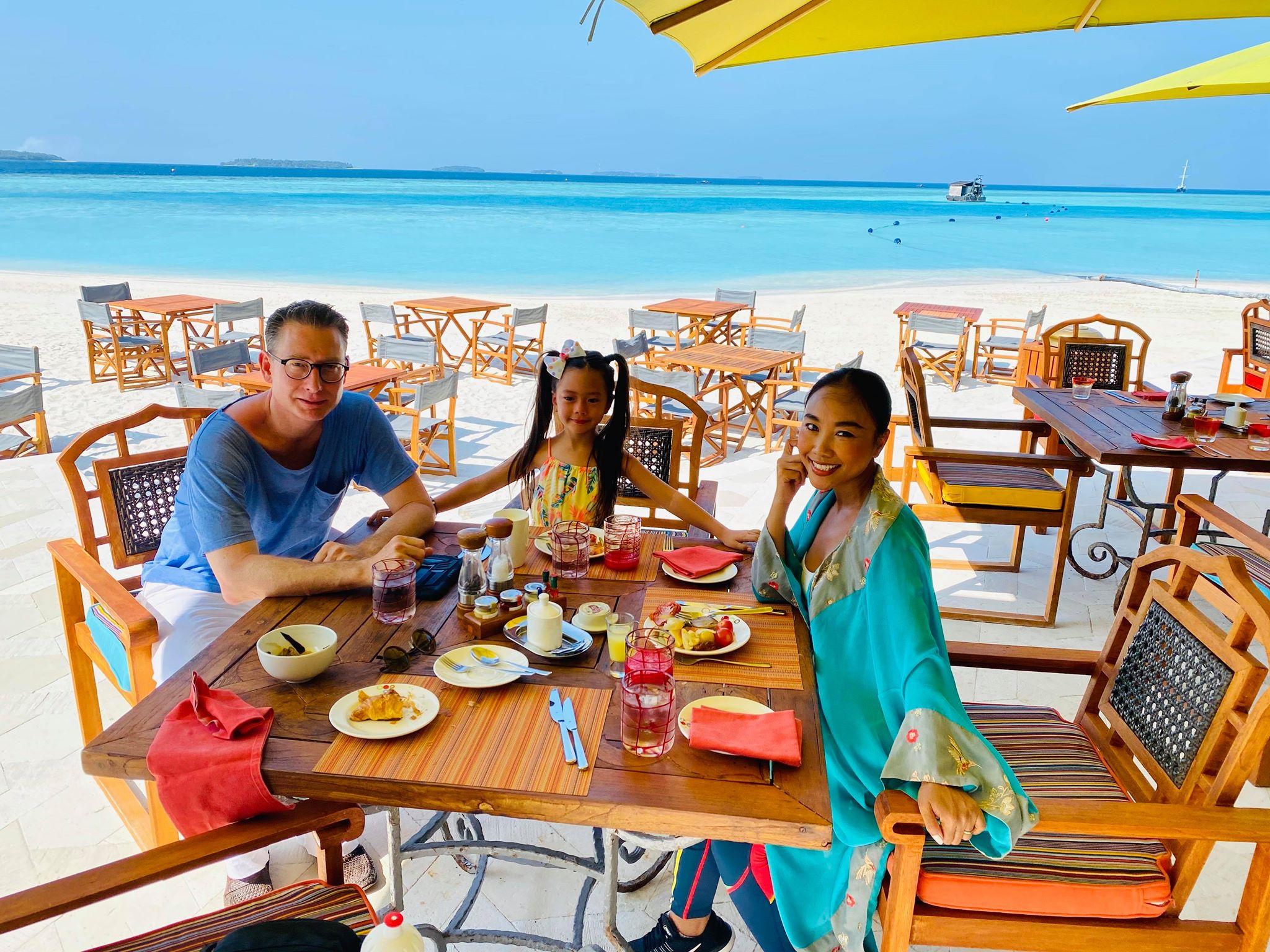 Vợ chồng Đoan Trang đón Valentine tại Maldives