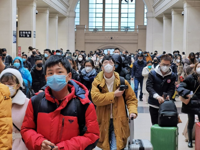 Những nơi đông người như nhà ga, máy bay, bến xe là nỗi lo của du khách mùa dịch