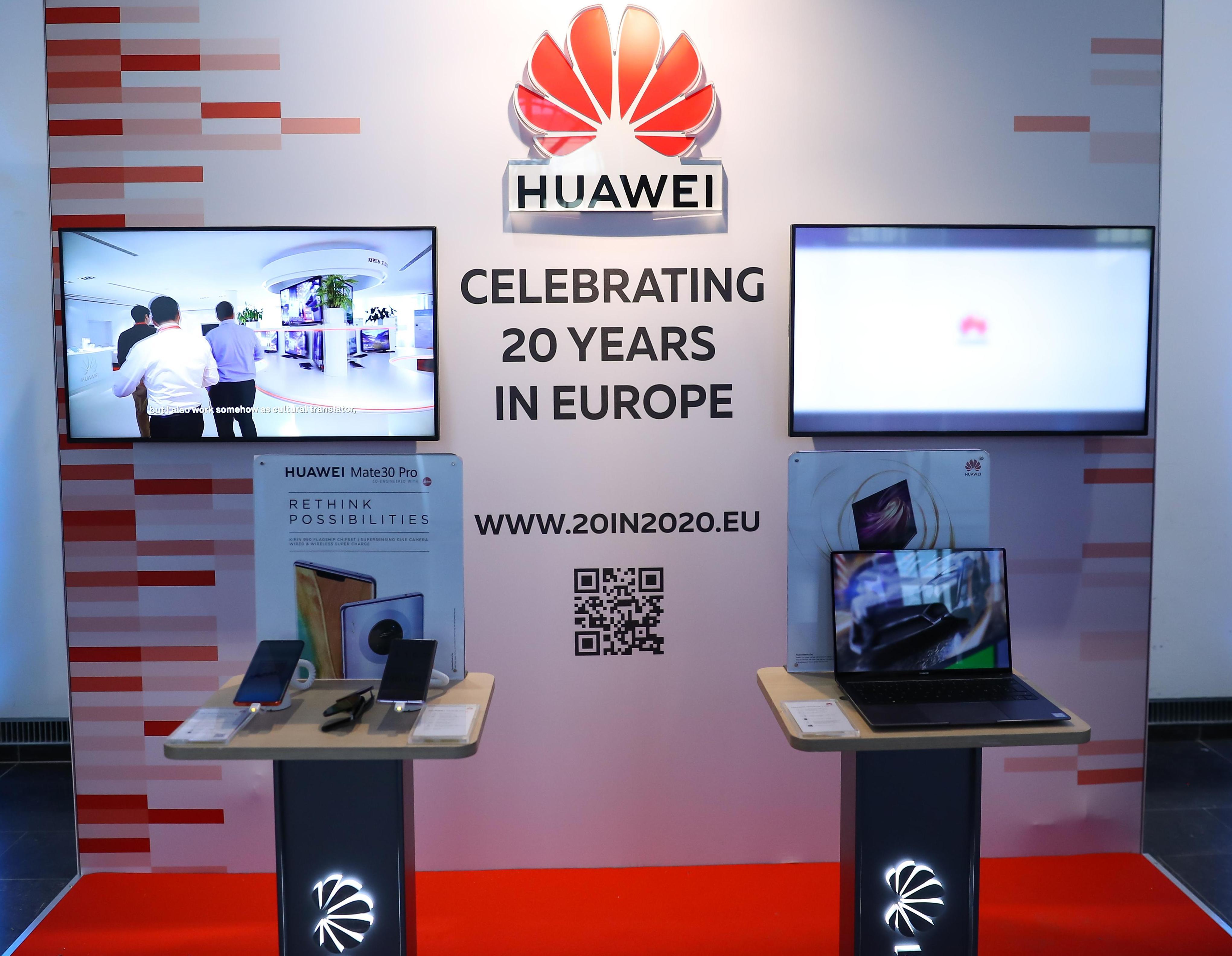 Các sản phẩm của Huawei được trưng bày tại Masters of Digital, một sự kiện thường niên dành cho các chuyên gia để thảo luận về tương lai của một châu Âu kỹ thuật số mạnh mẽ hơn, tại Brussels, Bỉ vào ngày 6/2/2020.
