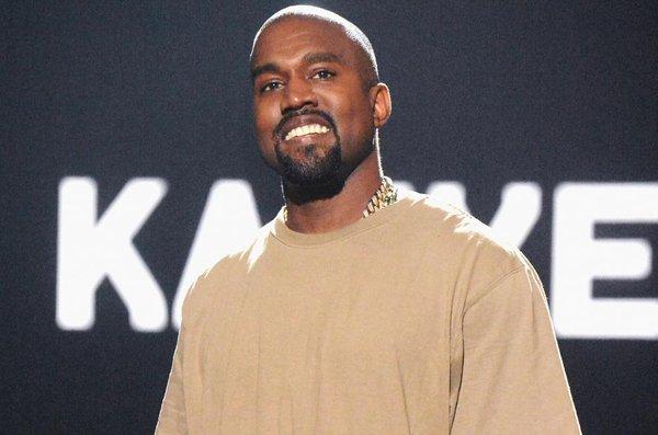 Nam rapper Kanye West cùng thương hiệu Yeezy nổi tiếng trong giới thời trang.