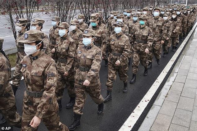 Chính phủ trung ương Trung Quốc đã gửi ít nhất 2.600 bác sĩ quân đội đến Vũ Hán trong nỗ lực kiềm chế dịch bệnh.