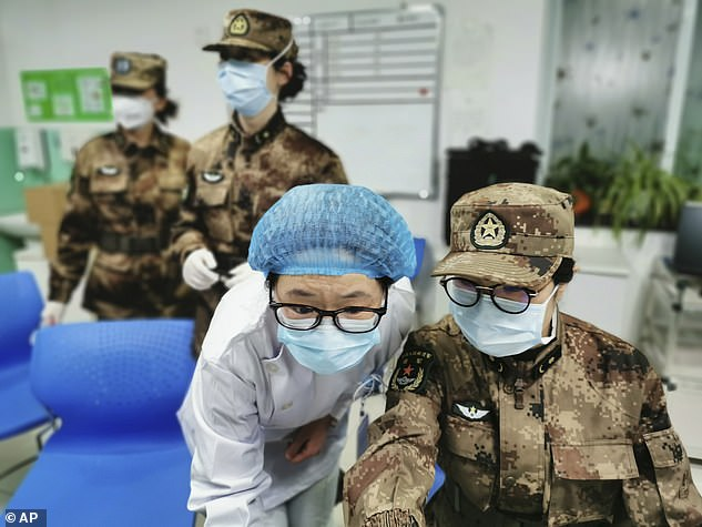 Một số bệnh viện lớn của Vũ Hán cũng như hai bệnh viện điều trị Covid-19 mới được xây dựng hiện đang được quản lý bởi Quân đội Giải phóng Nhân dân Trung Quốc.