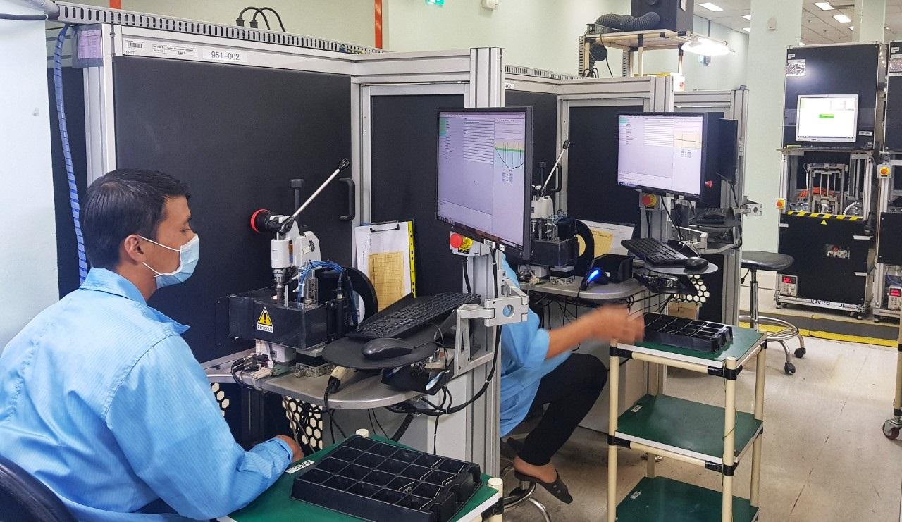 Nhà máy Datalogic Việt Nam sản xuất thiết bị đọc barcode trong Khu Công nghệ cao TP.HCM nhập khẩu đến hơn 50% nguyên phụ liệu từ các chuỗi cung ứng của Trung Quốc - Ảnh: Quốc Ngọc