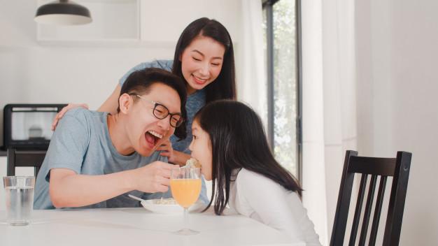 Thay cơm hàng cháo chợ bằng những buổi ăn sáng đầy tình thân và sự quan tâm sẽ khiến cho mái ấm gia đình bạn ngày càng hạnh phúc hơn. Ảnh minh họa