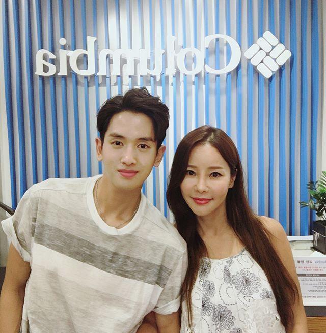 Shim Mina và chồng chênh nhau 17 tuổi.