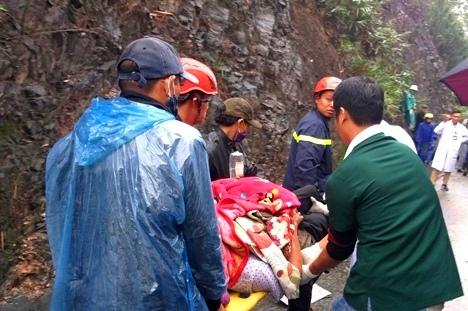 Nhanh chóng đưa nạn nhân đi cấp cứu
