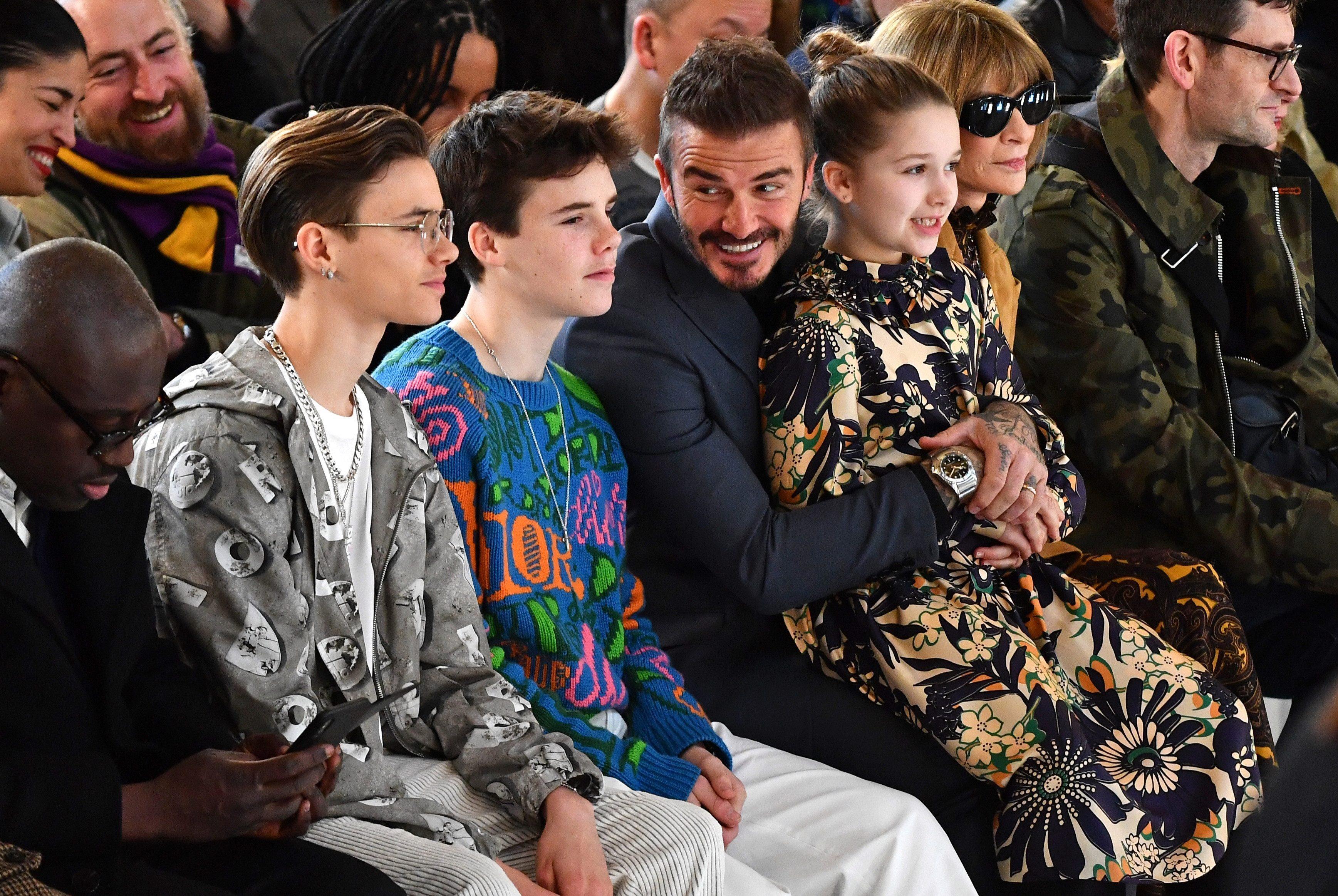 David Beckham cùng 3 trong 4 đứa con có mặt tại sự kiện thời trang của vợ. Sự kiện thuộc khuôn khổ Tuần lễ thời trang London Thu Đông 2020.