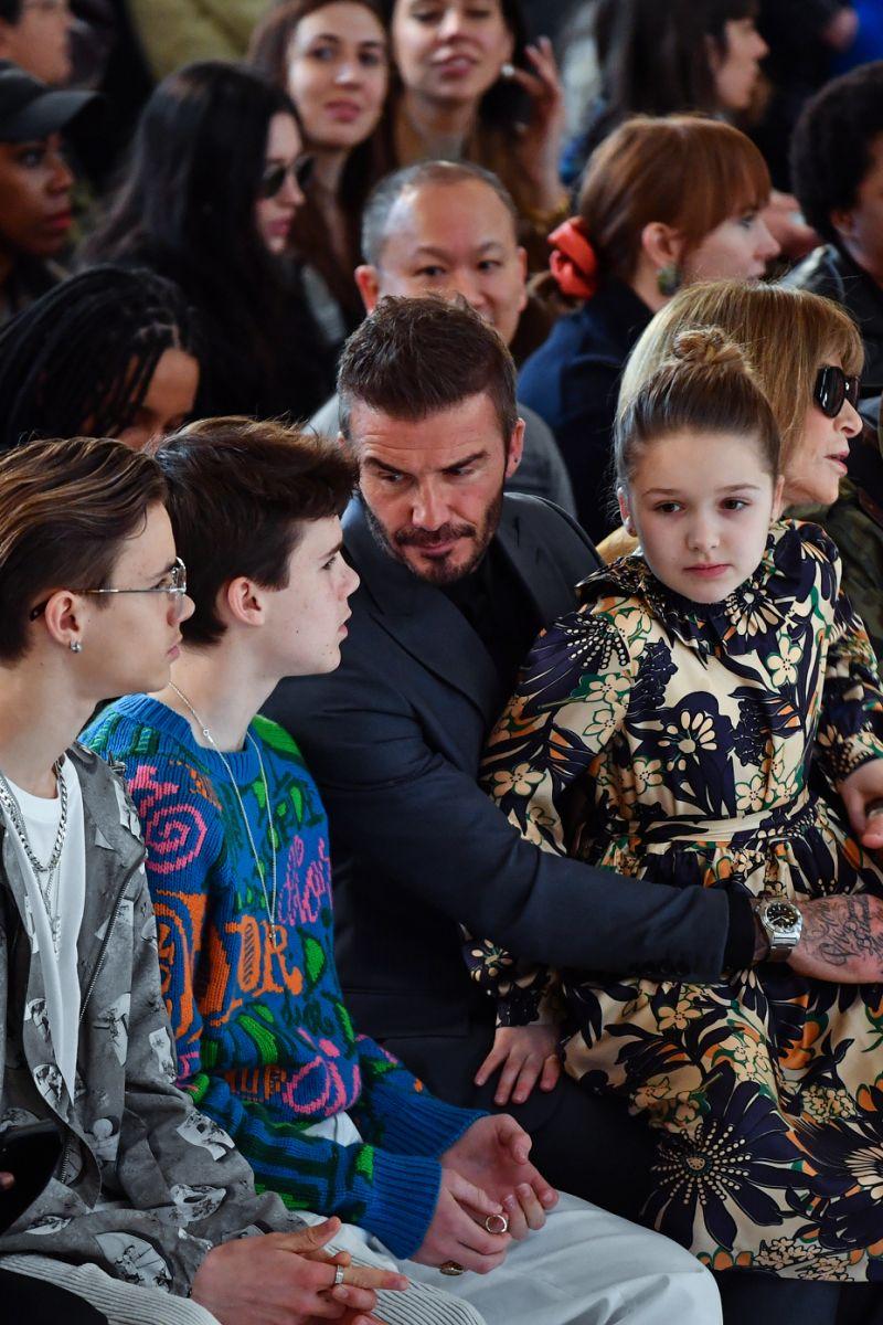 David Beckham và các con liên tục chuyện trò trong thời gian show diễn ra.