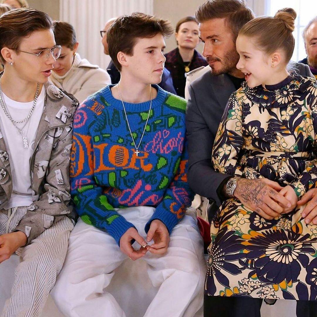 Công chúa Harper, 8 tuổi trong các show diễn thường ngồi vào lòng của David Beckham để xem thời trang. Thường ngày, David cùng con gái hay cùng nhau lắp ghép mô hình lâu đài vì Harper có niềm đam mê với những câu chuyện cổ tích.