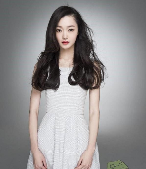 Nữ diễn viên Tống Dật đang cách ly tại một khách sạn ở Thượng Hải.