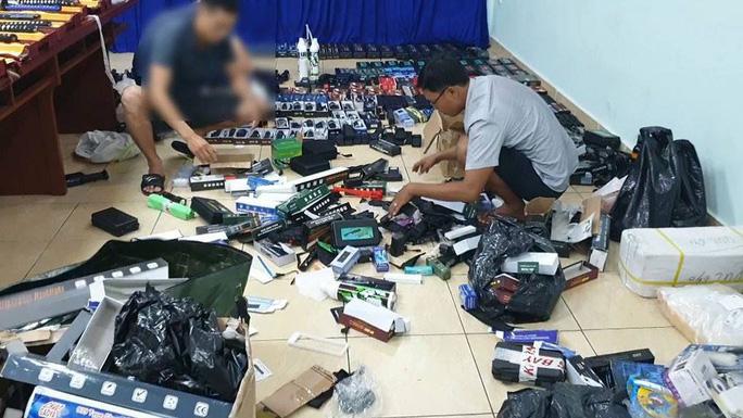 Công an phá một đường dây mua bán vũ khí lớn tại TPHCM - Ảnh: Sỹ Hưng/NLD