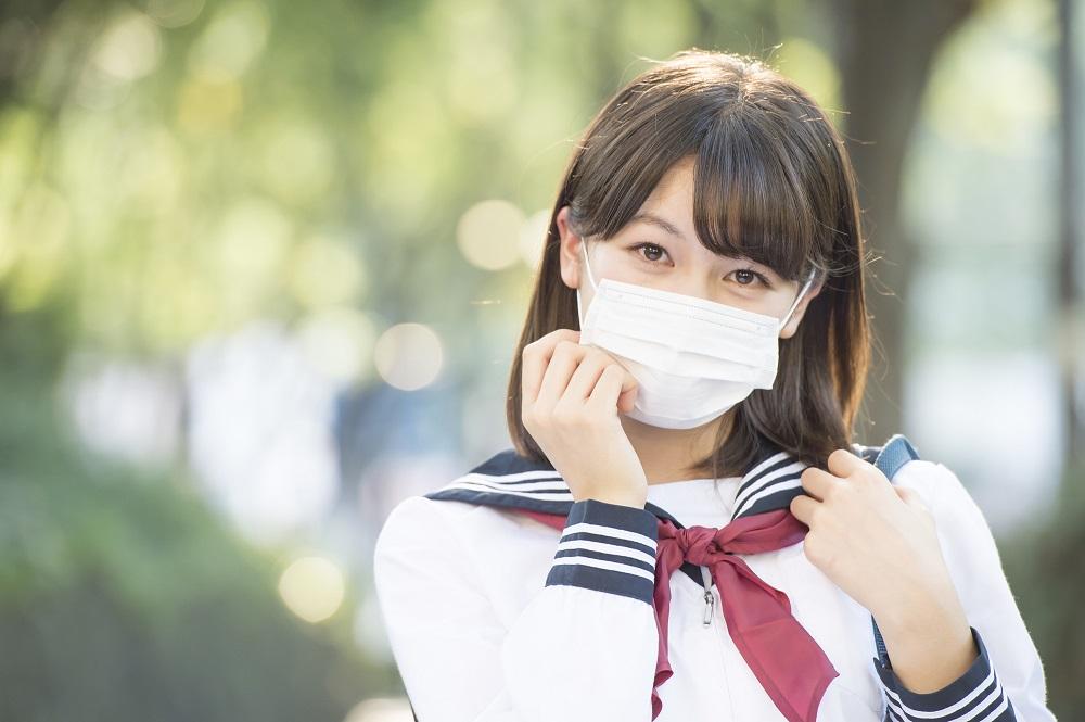 Khẩu trang từ lâu đã trở thành một phần quen thuộc của cuộc sống tại Nhật Bản do lịch sử về dịch bệnh và bụi ô nhiễm từ tro núi lửa.