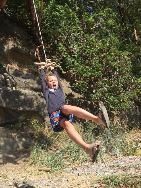 Trẻ thơ cần những cơ hội để tự thử thách và đối mặt với cả sự sợ hãi