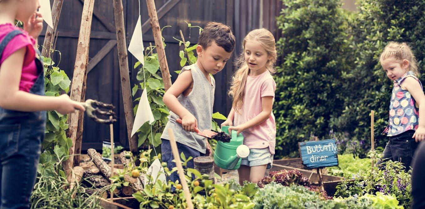 Con trẻ cfan được dạy cách tự bảo vệ, tự chăm sóc hơn là luôn luôn được đặt  trong vòng tay bảo bọc của người lớn