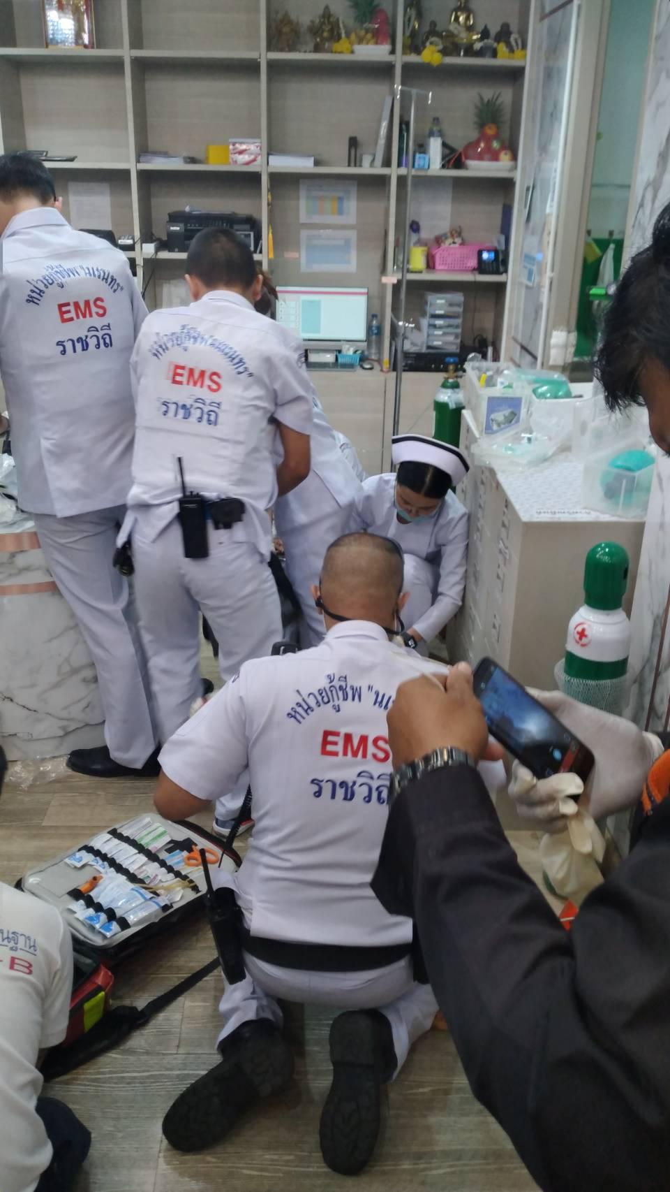 Người vợ bị bắn chết ngay tại hiện trường, riêng một người khác bị thương đã được đưa đến bệnh viện.