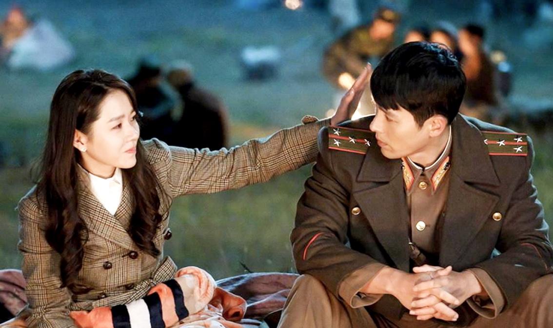 Chuyện tình giữa nàng tài phiệt Nam Hàn (Son ye Jin đóng) và chàng quân nhân Bắc Hàn (Hyun Bin đóng) trong Hạ cánh nơi anh đang gây sốt màn ảnh nhỏ châu Á