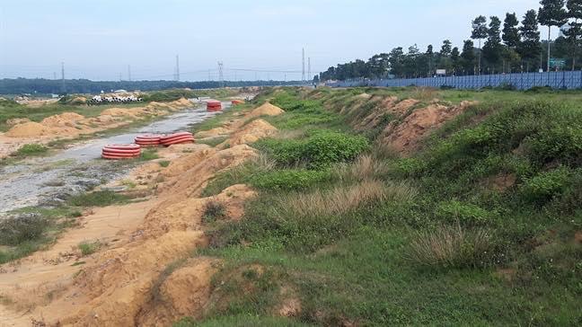 Nhiều hàng mục trong khu đất còn dang dở