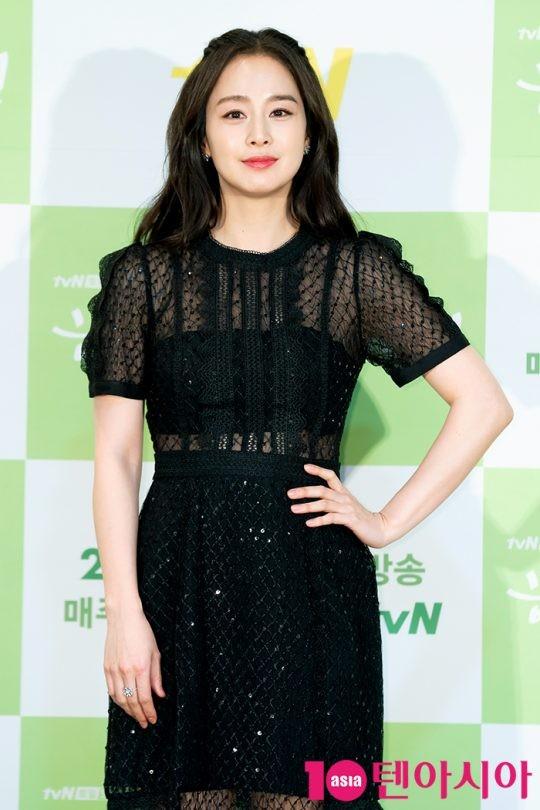 Nhan sắc xinh đpẹ của Kim Tae Hee trong buổi họp báo ra mắt phim chiều 18/2.