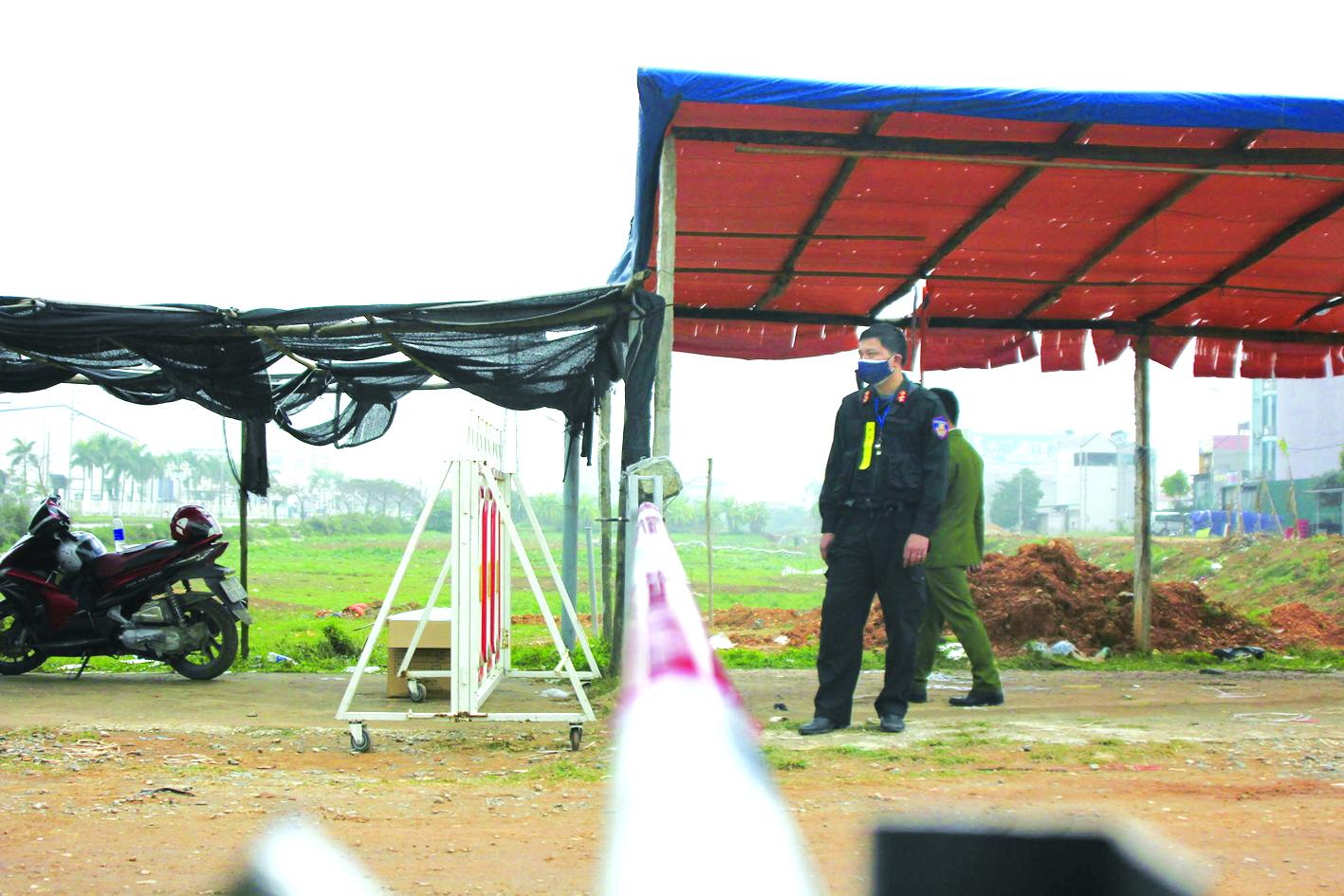 Một trong 14 chốt kiểm soát ở xã cách ly Sơn Lôi