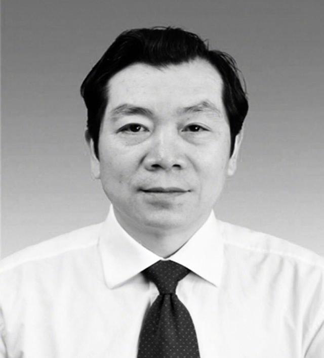 Bác sĩ Liang Wudong (62 tuổi) qua đời vì cơn đau tim khi đang thực hiện nhiệm vụ.