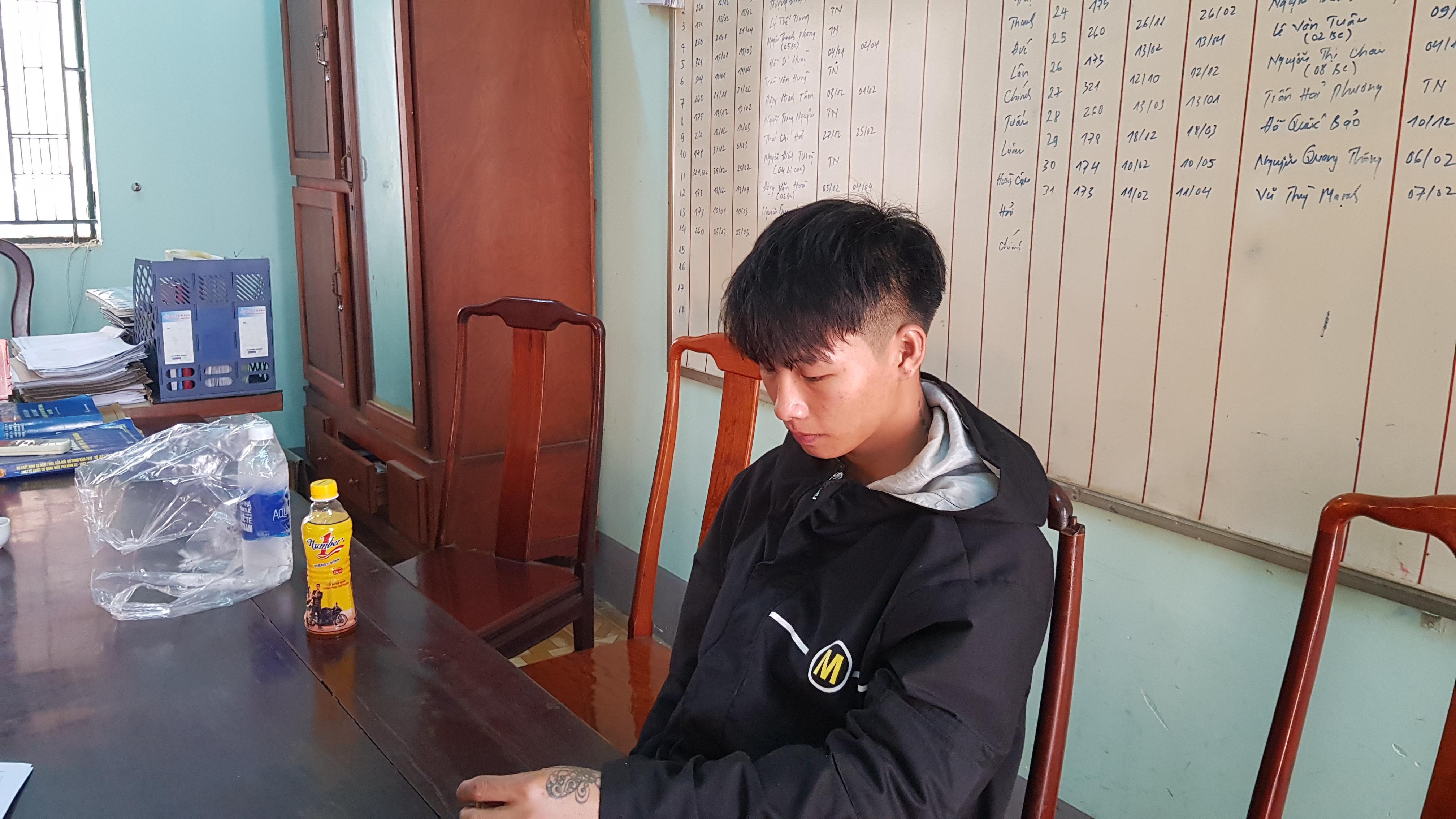 Đối tượng Phong tại cơ quan công an