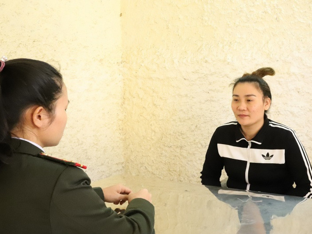 Nguyễn Thị Thúy Hòa tại cơ quan công an - Ảnh Công an Hà Tĩnh cung cấp
