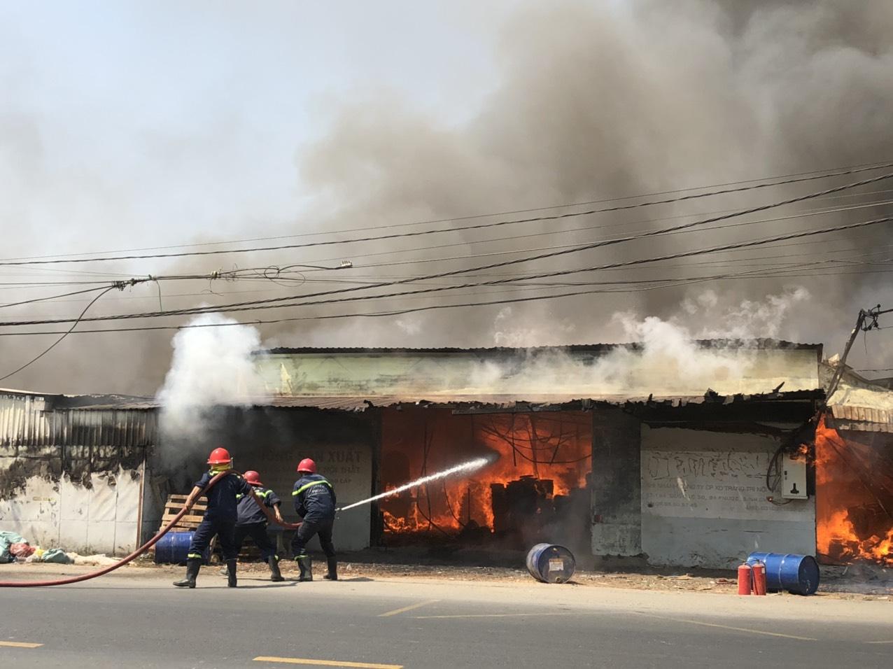 Hiện trường vụ cháy xưởng gỗ. Ảnh: PC07 cung cấp