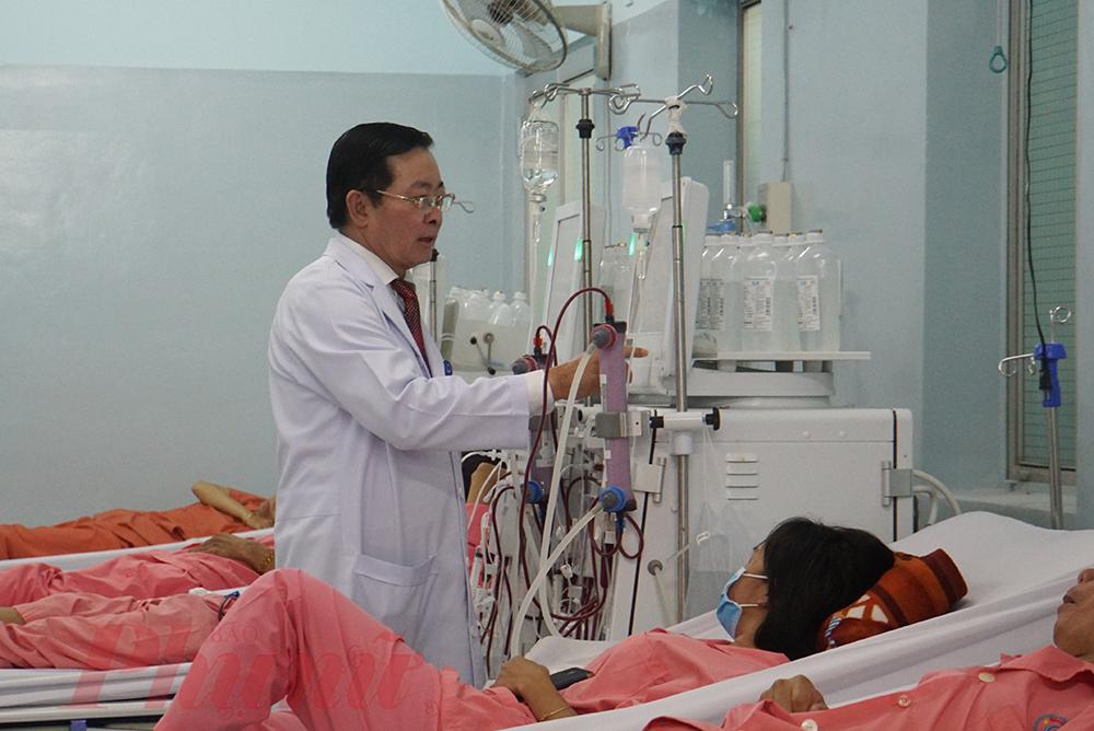Bác sĩ CK2 Nguyễn Minh Tuấn - Trưởng khoa Thận nhân tạo: Khi có ISO 9001:2015, bệnh nhân sẽ có nhiều lợi ích hơn khi đến khám, điều trị, lọc thận tại bệnh viện với chi phí không đổi, người bệnh vẫn được hưởng bảo hiểm y tế.