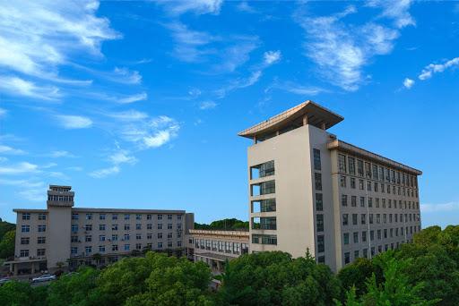 Viện virus học Vũ Hán với phòng thí nghiệm sinh học cấp 4 bị đồn đoán là nơi tạo ra COVID-19.