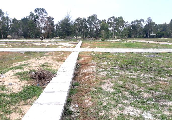 Khu đất vườn diện tích hơn 4.100m2 chưa được chuyển đổi mục đích đã được đơn vị phân phối làm đường, phân lô bán cho dân