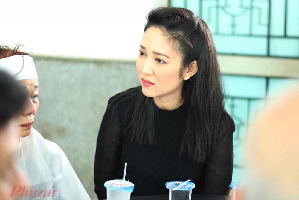 NSƯT Thanh Thuý - Phó giám đốc Sở VH-TT TPHCM đến từ sớm để chia buồn cùng gia đình NSND Huỳnh Nga.